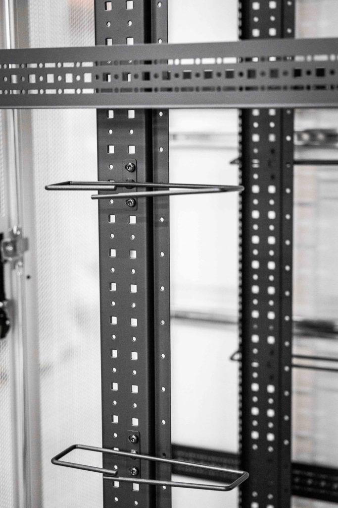 Stengel Serverschrank Zubehör Kabelbügel